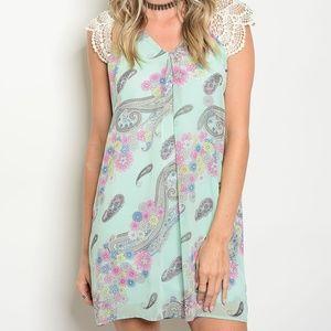 Dresses & Skirts - Mint paisley print dress